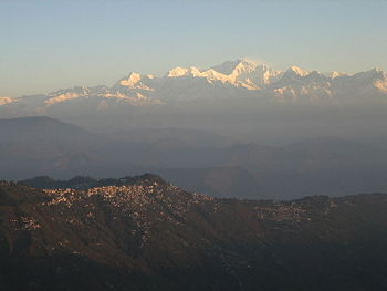 Picture showing Darjeeling and Mount Kanchenjunga seen from Tiger Hill, all in India -2006